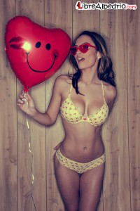 trola en bikini